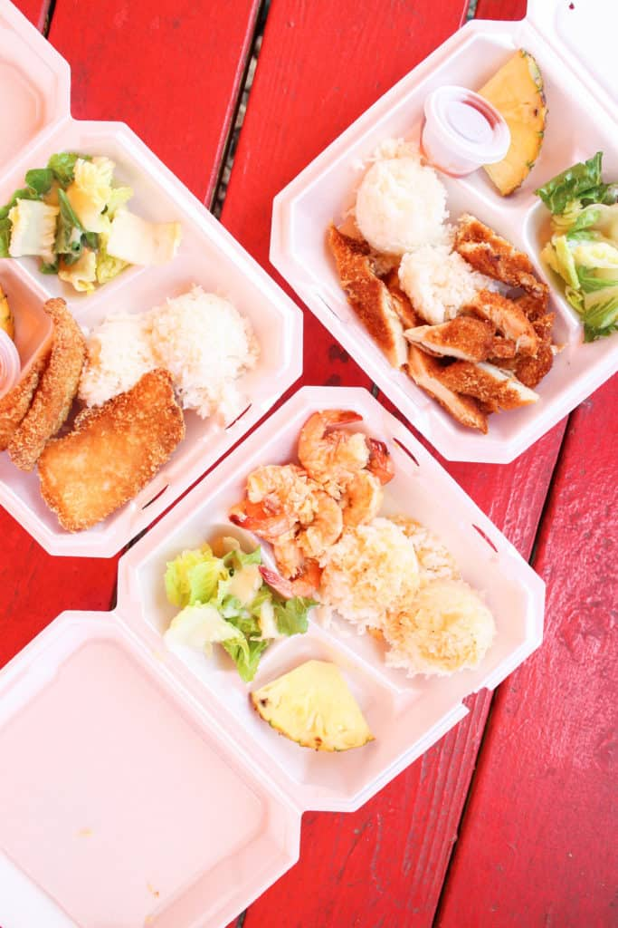 Dining in Oahu Hawaii! A full post on where we went to eat and dishes I highly recommend!