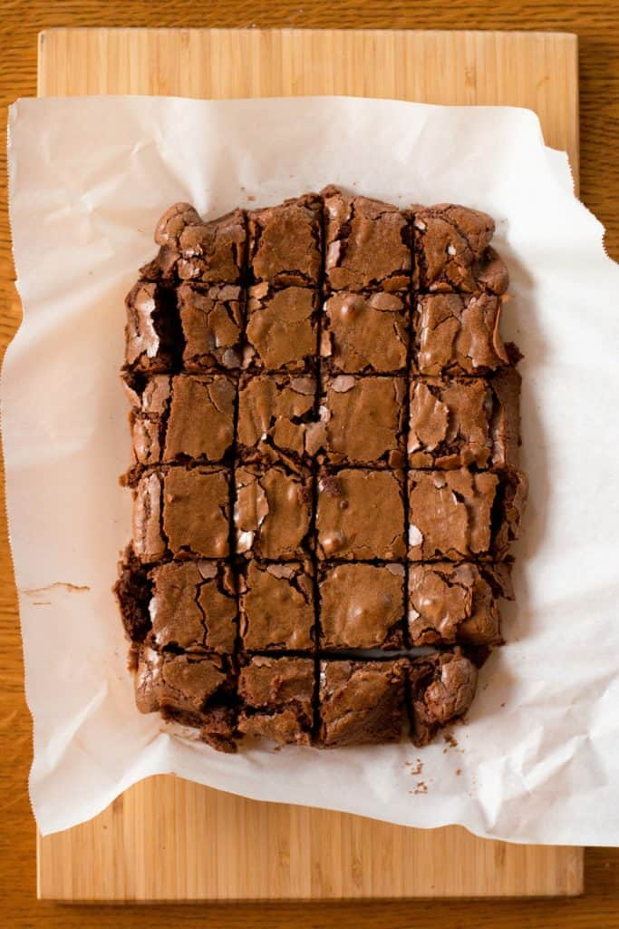 One Bowl Brownies: catch the full recipe for this easy delicious dessert at femalefoodie.com!