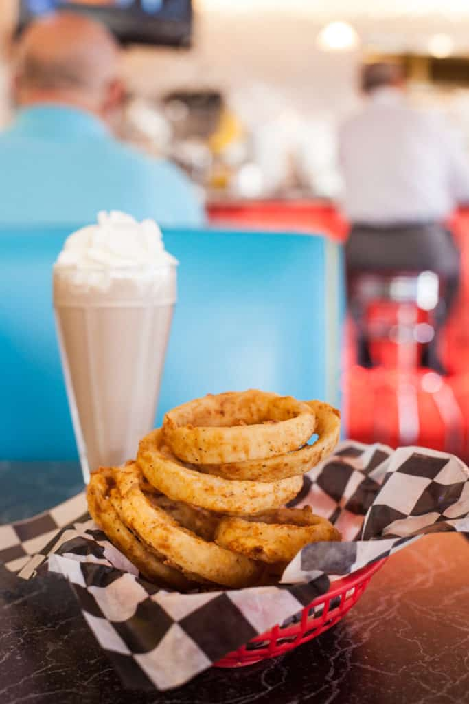 San Antonio dive Cheesy Jane's is serving up classic burgers, delicious malts and well done classic diner fare. If you have a hankering for onion rings and a shake, this place is for you. Full post at femalefoodie.com