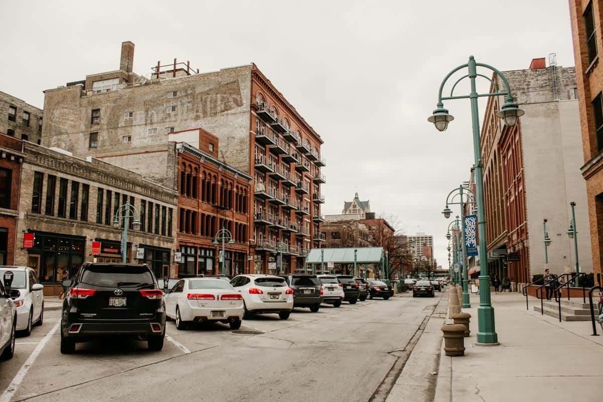 third ward restaurantsThe Historic Third Ward is home to so many amazing Milwaukee eateries! Read on to find the 10 best Third Ward restaurants here.