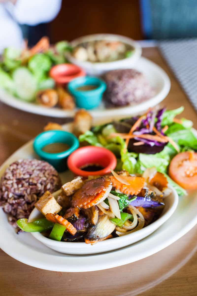 The Alamo City doesn't just offer tacos and Tex-Mex. From burgers to quinoa bowls, here are the best vegan restaurants in San Antonio!