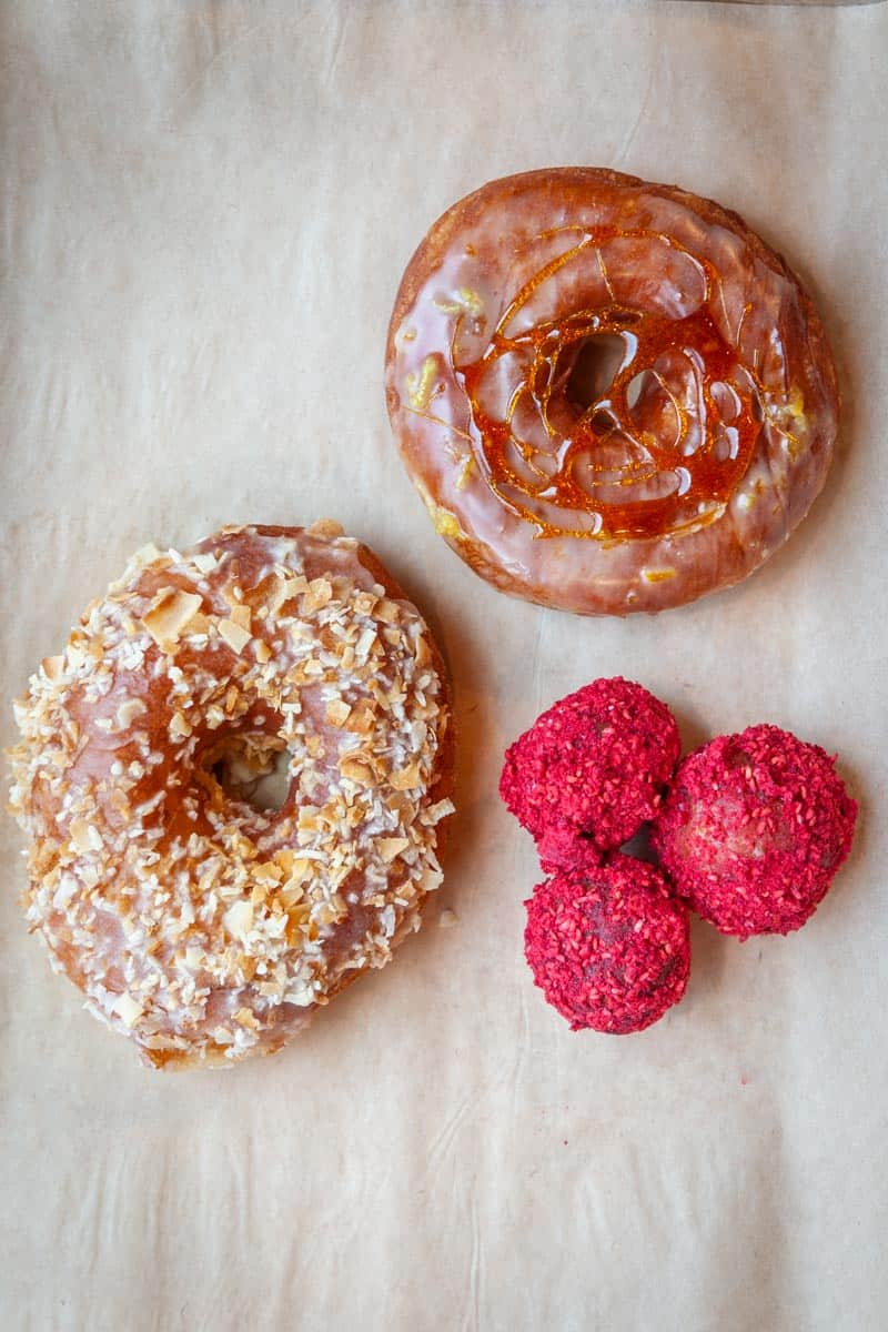 From fritters to filled, and cake to old-fashioned, we've rounded up the best donuts in Seattle for all our fellow donut lovers!